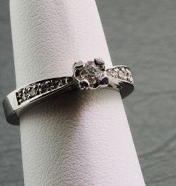 15: Ladies Gold & Diamond Ring .24cts DO24