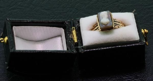 942: 10K Gold Antique Victorian Hard Stone Carved Cameo