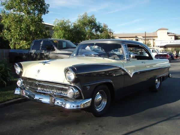 13: 1955 Ford Fairlane Victoria Vintage Car / Automobil