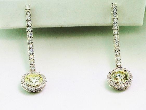 21A: 18KT White Gold Diamond Dangle Earrings A622
