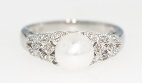 14KT White Gold Pearl and Diamond Ring 4gms GD283