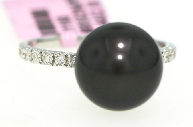 18KT White Gold Black Pearl and Diamond Ring FJM904