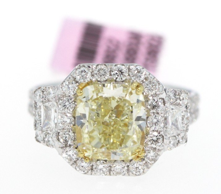 18KT White Gold 4.79ct Yellow and White Diamond Ring FJ