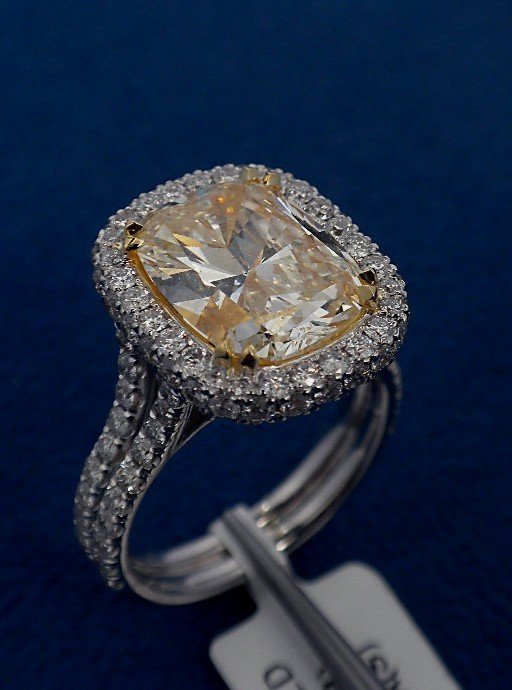 18KT White Gold 6.27ct Yellow and White Diamond Ring A3