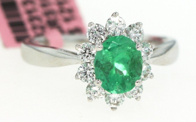 18KT White Gold 1.2ct Emerald and Diamond Ring FJM890