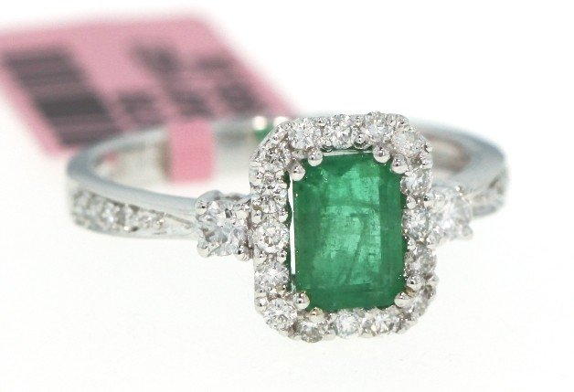 14KT White Gold 1ct Emerald and Diamond Ring FJM888