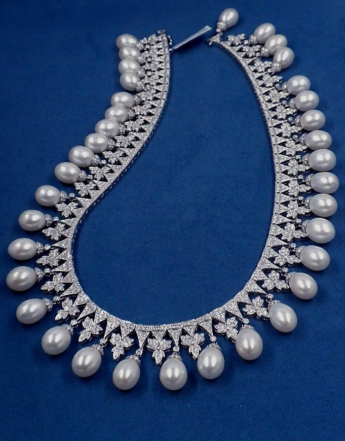 18KT White Gold 25ct Diamond & Akoya Pearl Necklace A38