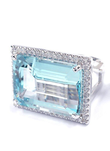 14KT White Gold 26.86ct Aquamarine & Diamond Ring A3892