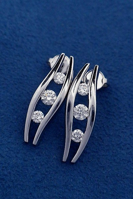 18KT White Gold 0.61ct Diamond Earrings A3772