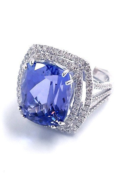 18KT White Gold 14.20ct Tanzanite and Diamond Ring A378