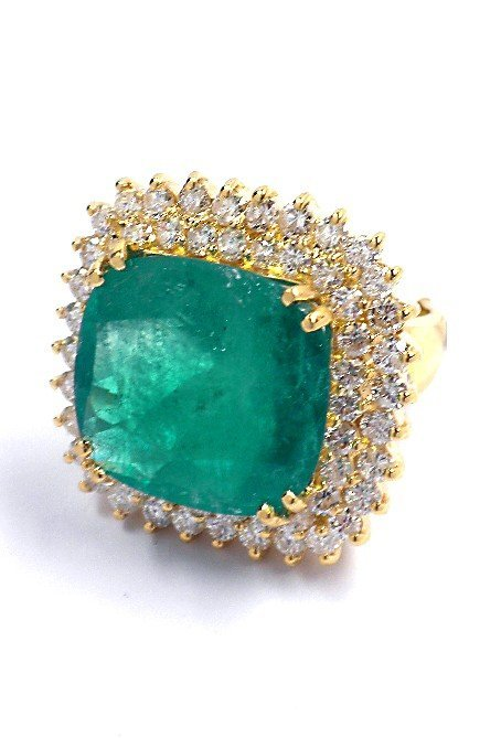 18KT Yellow Gold 16.00ct Emerald & Diamond Ring A3935