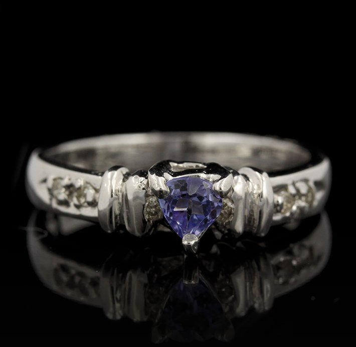 14KT White Gold 0.22ct Tanzanite and Diamond Ring FJM23