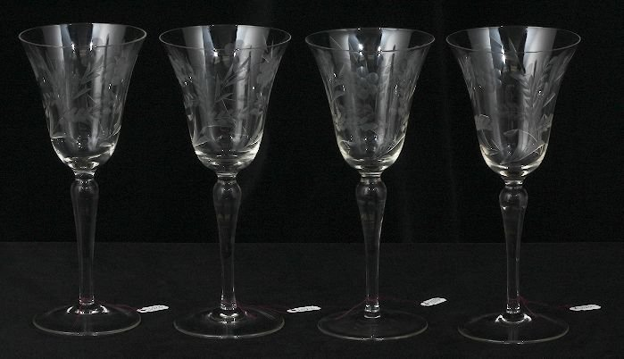 4 Vintage Etched Wine Glasses ED230