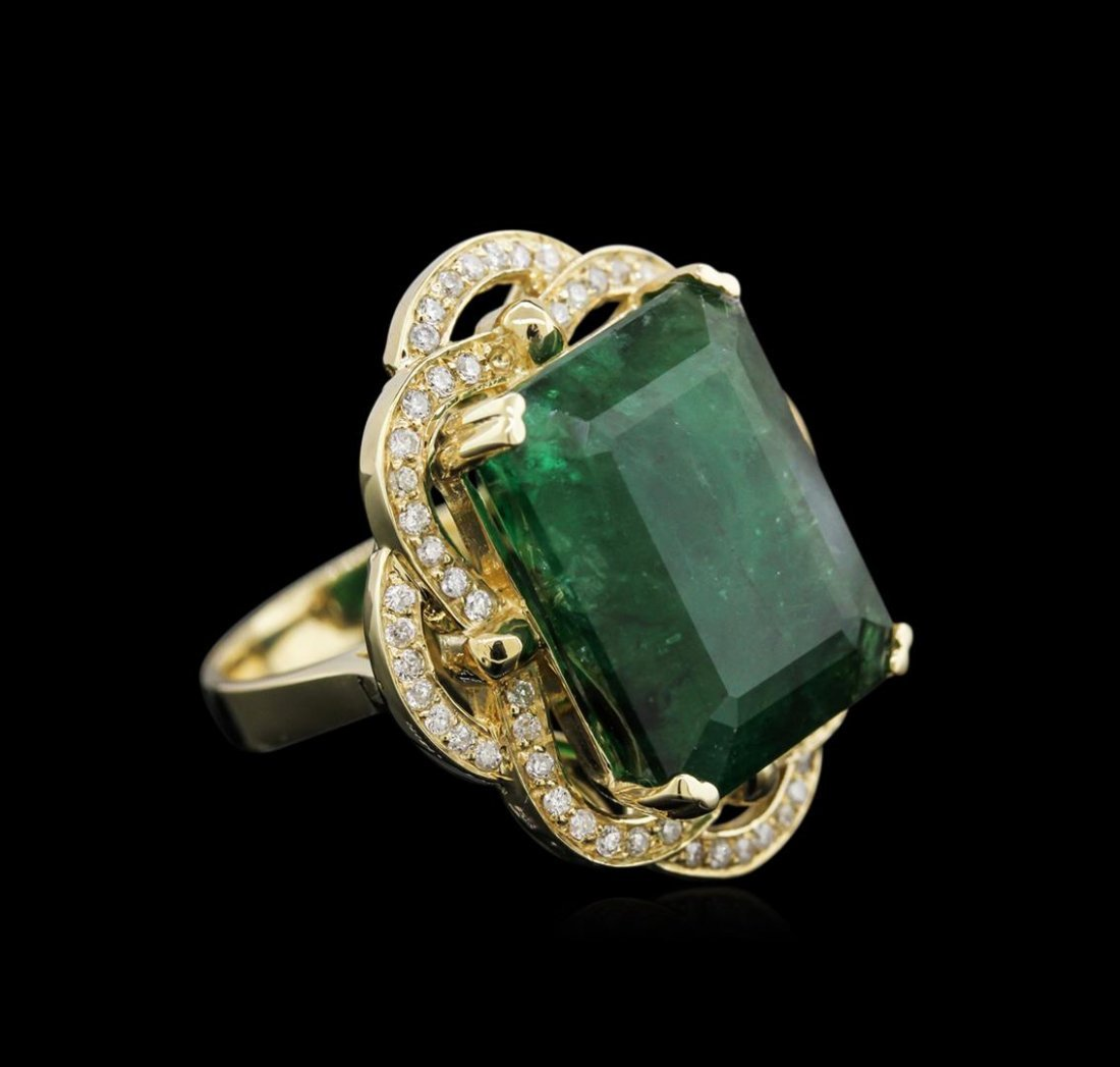 18.28ct Emerald and Diamond Ring - 14KT Yellow Gold