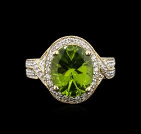4.23ct Peridot And Diamond Ring - 14kt Yellow Gold