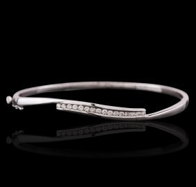 14kt White Gold 0.80ctw Diamond Bangle Bracelet