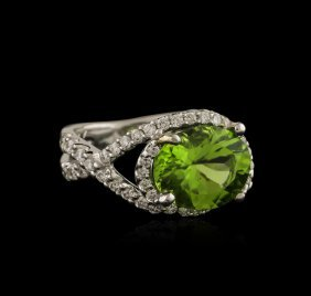 3.00ct Peridot And Diamond Ring - 18kt White Gold
