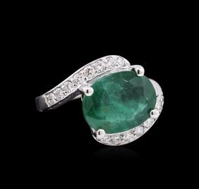 4.85ct Emerald And Diamond Ring - 14kt White Gold