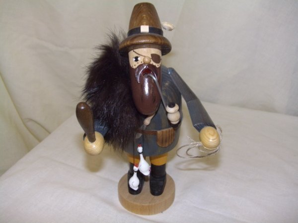 689: handmade and painted German smoker figurine comes