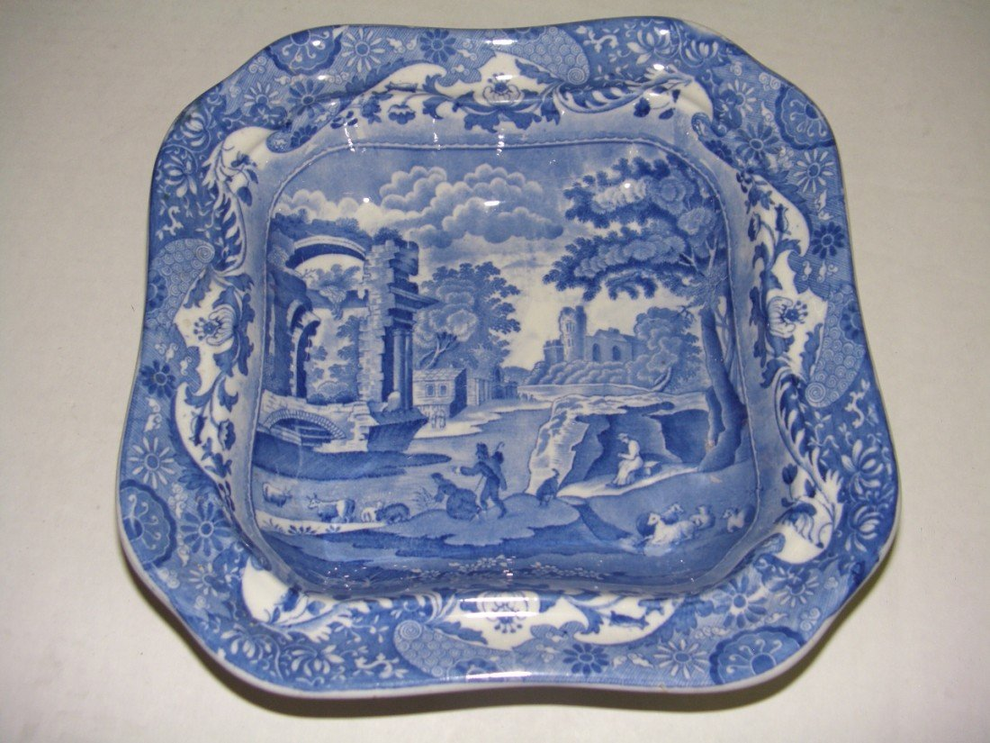 1023: nice Spodes covered blue and white dish with cast