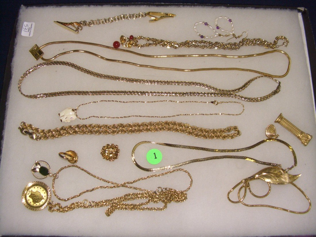 1: tray of estate jewelry (gold in color only)