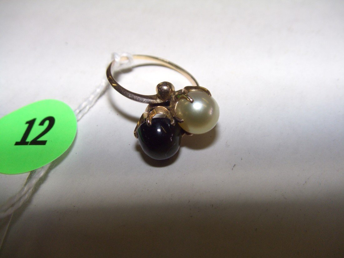 12: gold and pearl ladies ring
