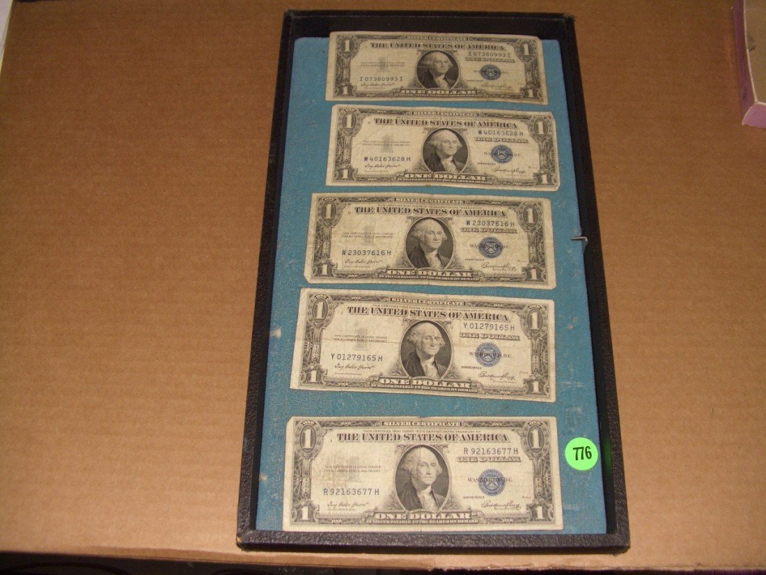 776: (5) US 1935 Silver Certificates one (1.00) bills