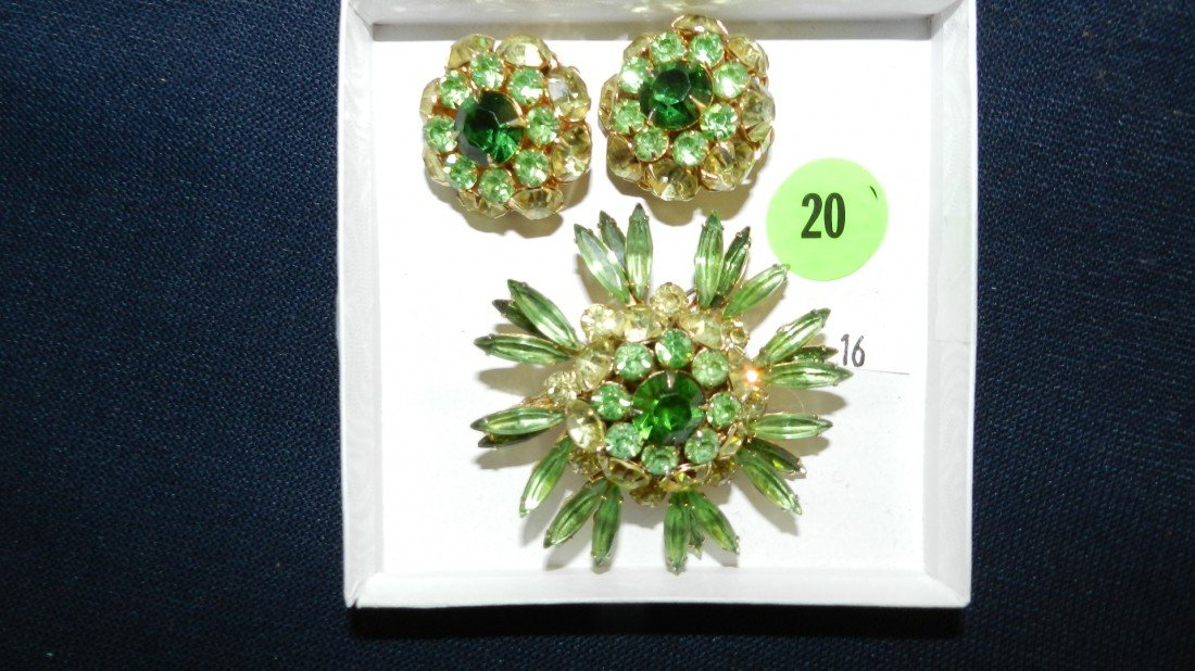 20: lovely rhinestone brooch & earring set
