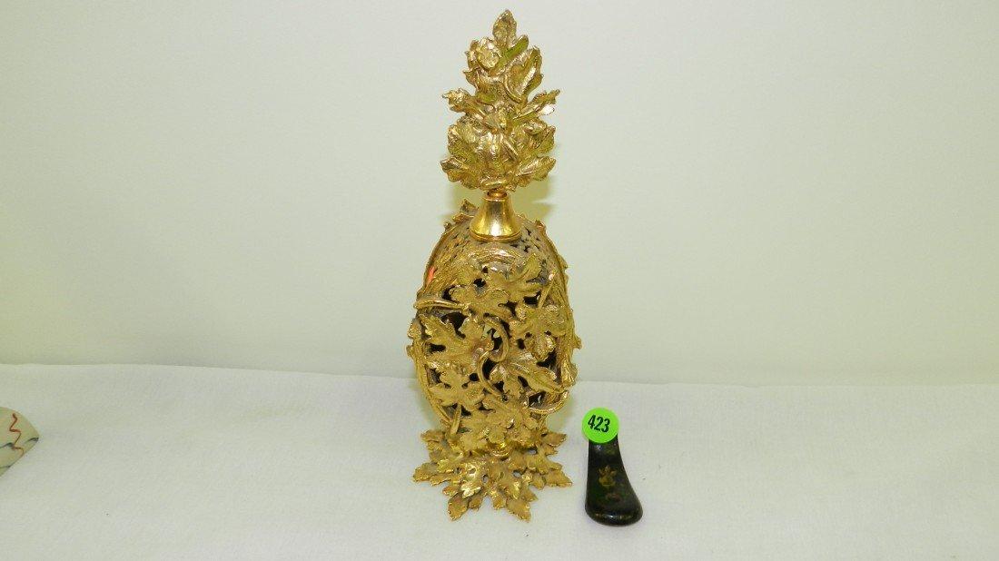 423: fancy metal four bottle dresser perfume display wi