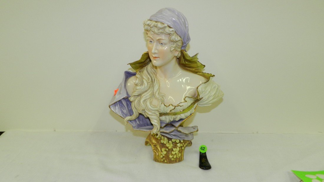 432: beautiful art nouveau porcelain bust of young woma