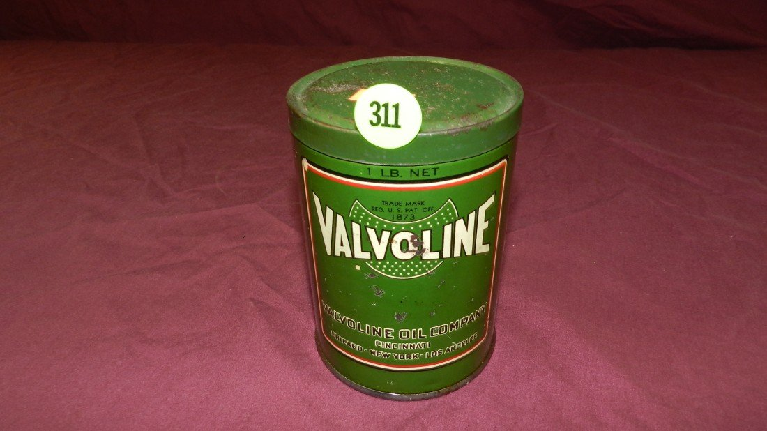 311: vintage service station collectible oil can