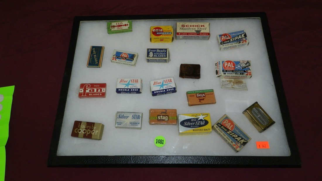 1481: collection of vintage razor blades & boxes (no tr