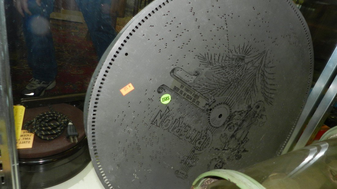 1585: large music box disc