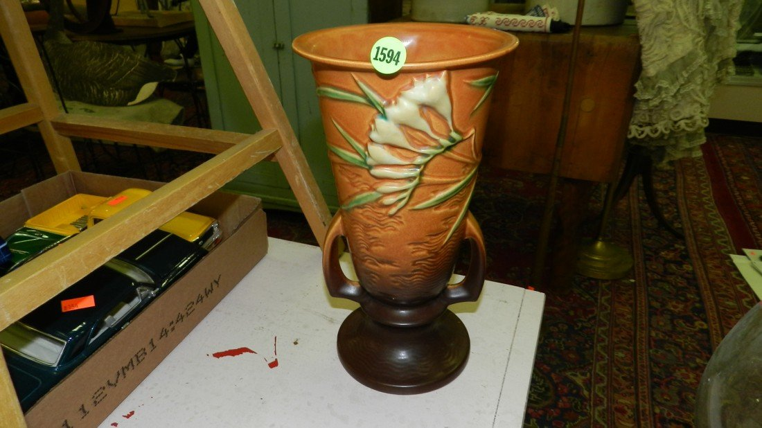 1594: large Roseville vase (minor chip of edge)