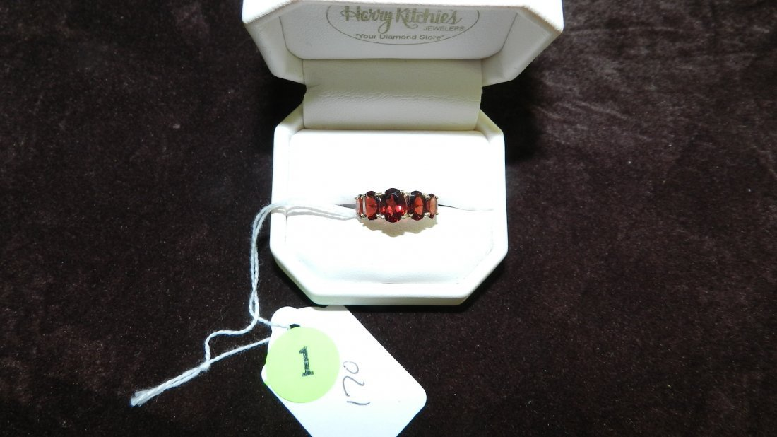 1: LOVELY LADIES GOLD AND GARNET RING