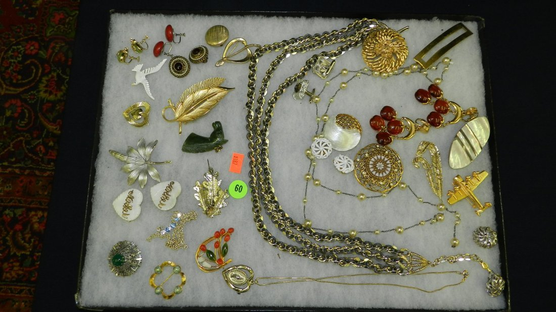 60: tray of estate jewelry (no tray)