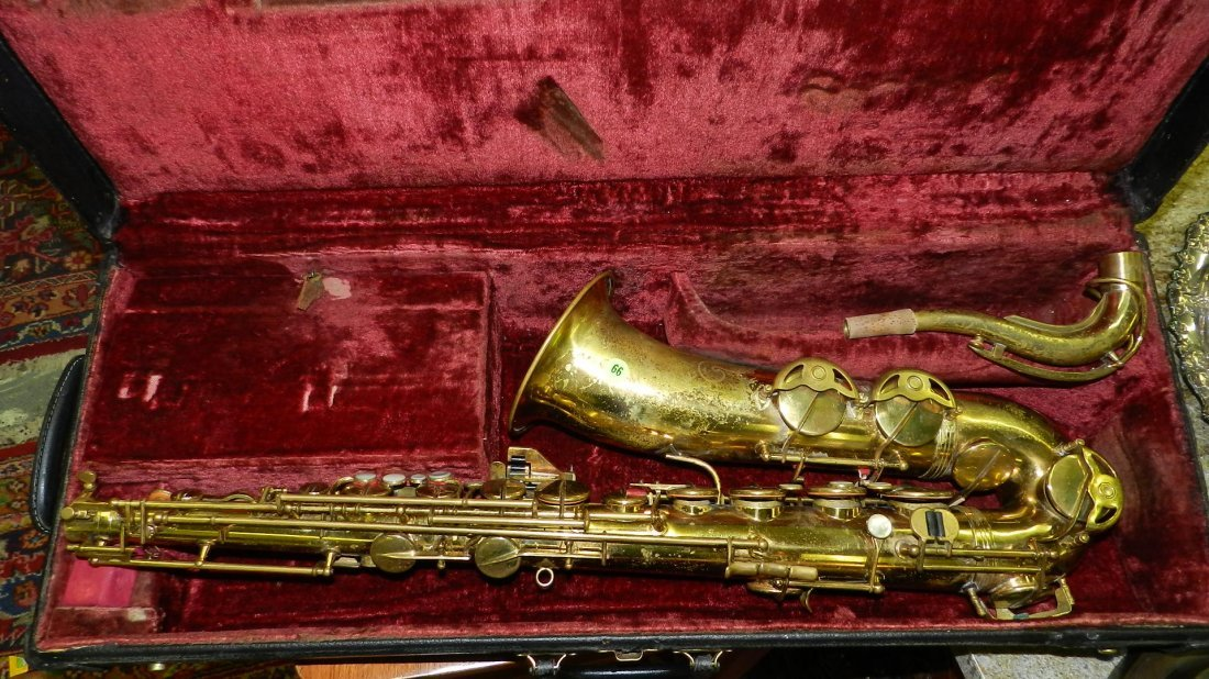 66: vintage saxaphone in case (as seen cond)