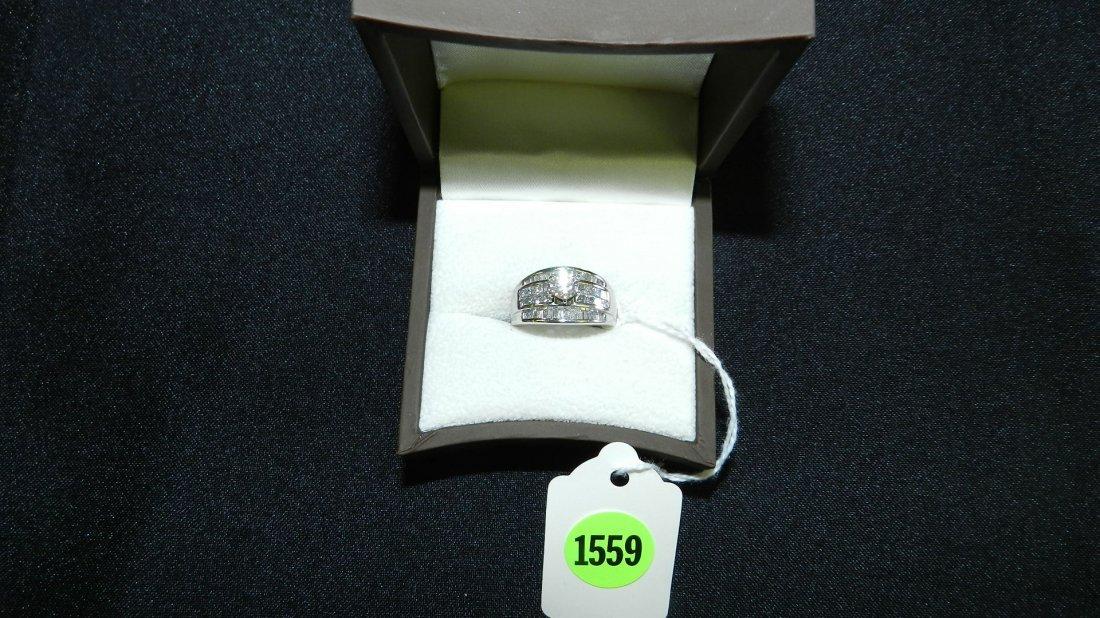 1559: breathtaking ladies Platinum and diamond ring wit