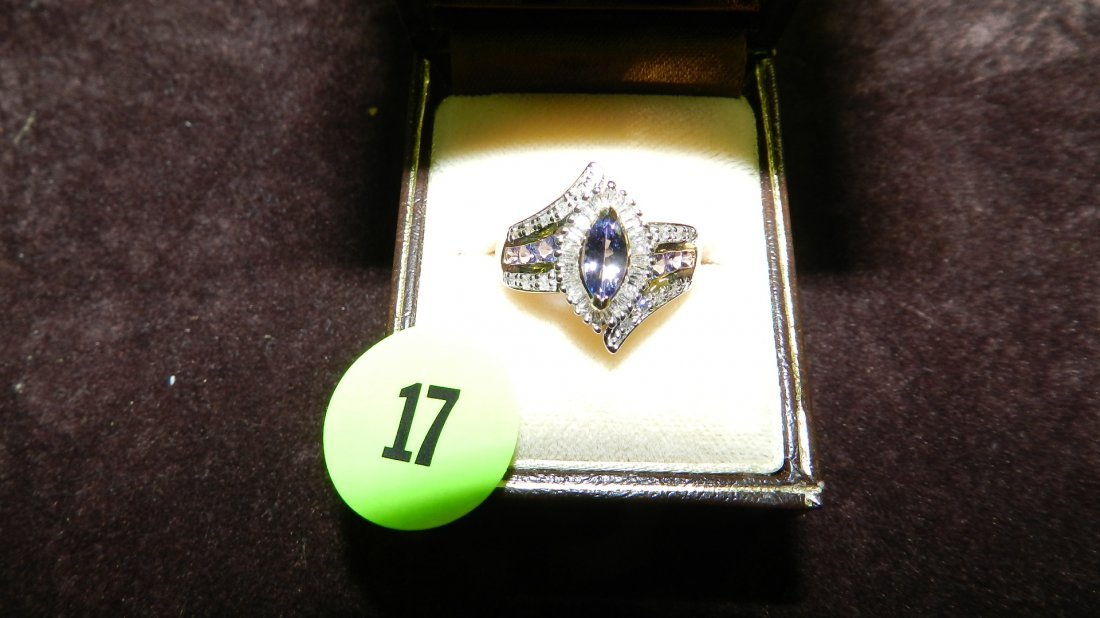 17: nice ladies white gold (14KT) and diamond ring with
