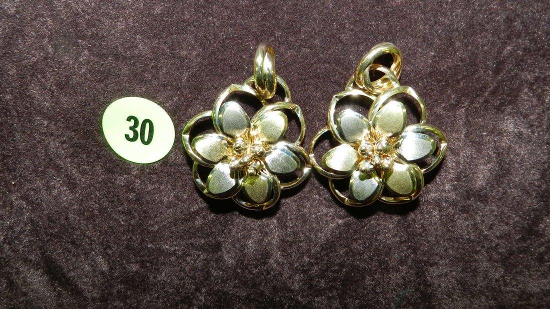 30: lovely ladies (14KT) gold earrings TL gr's approx 1