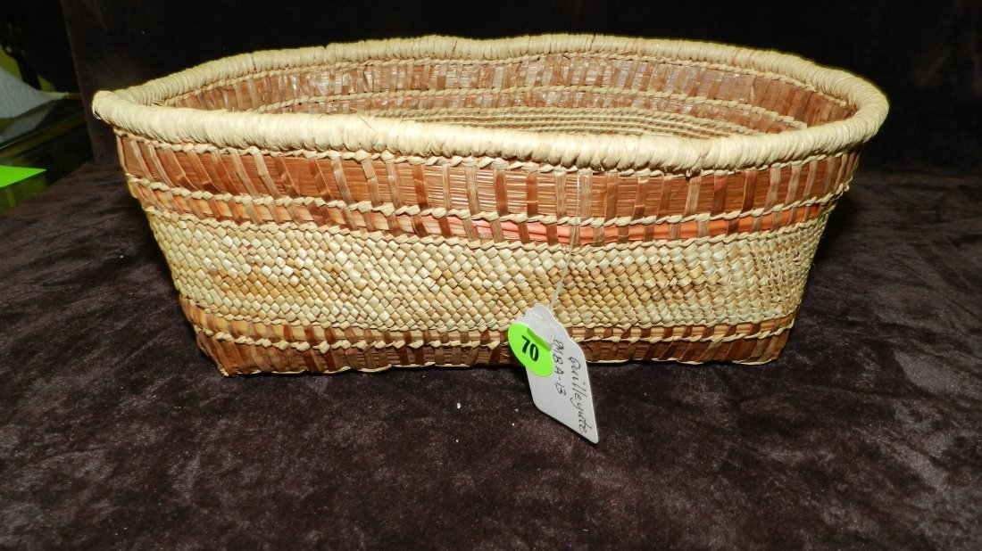70: authentic Native American handmade woven basket, Le