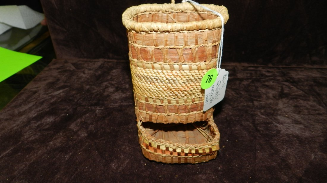 76: authentic Native American handmade woven basket, Qu