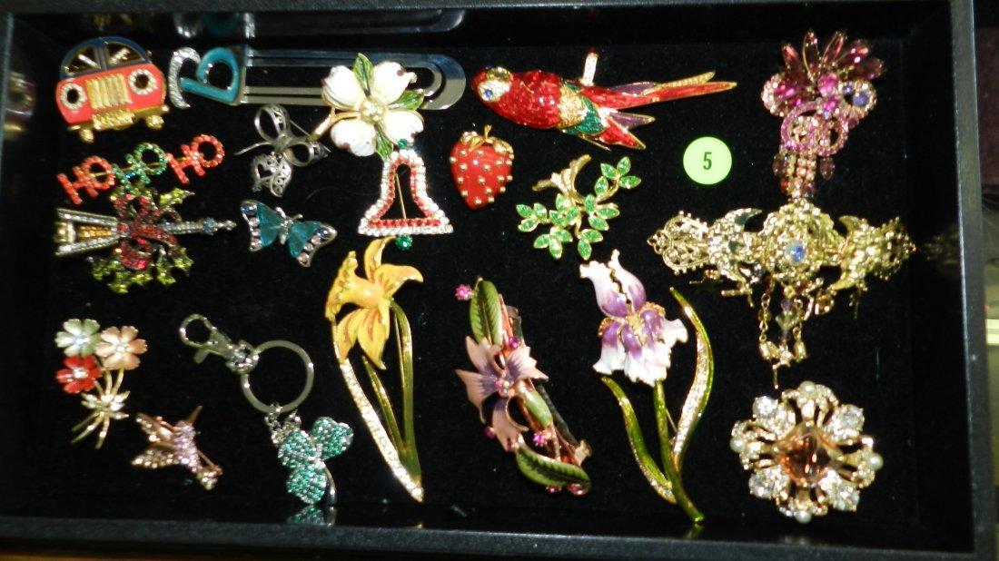 5: tray of fancy estate jewelry (most unworn) no tray