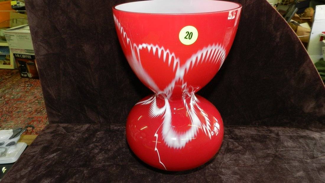 20: unique case glass vase with design