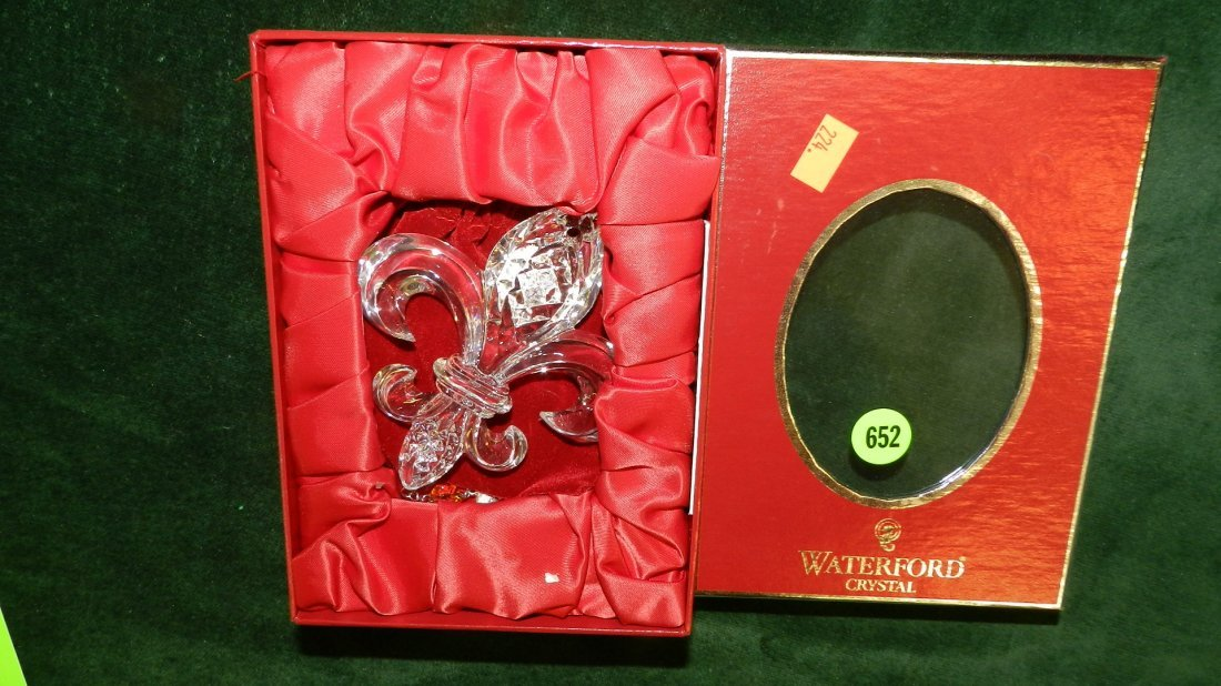 652: nice Waterford Christmas ornament in box