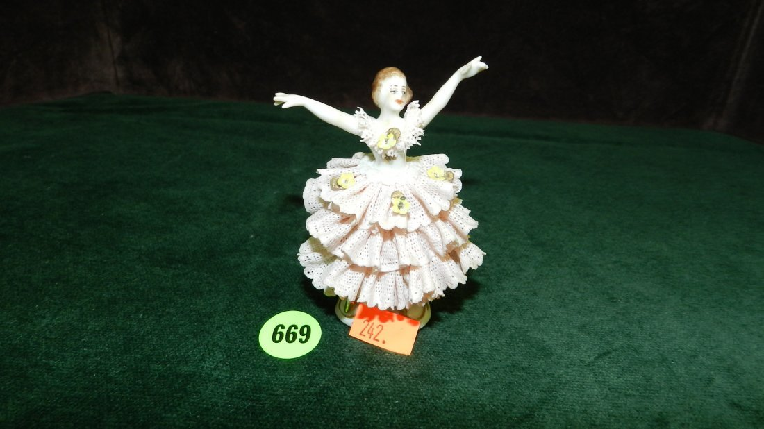 669: great vintage porcelain lace Dresden figure, very