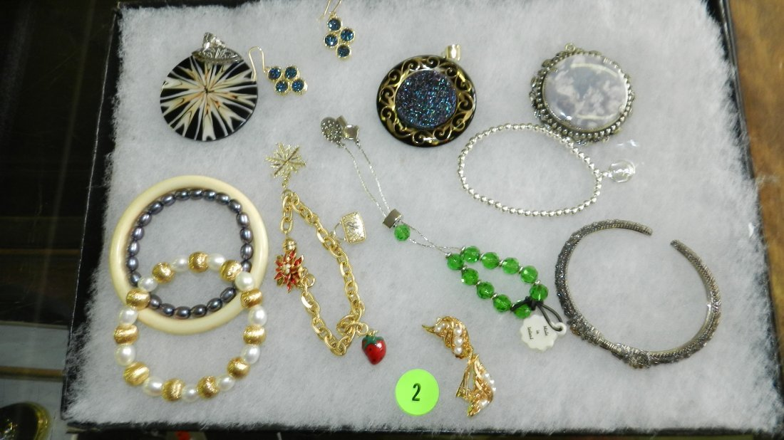 2: nice tray of estate jewelry (no tray)