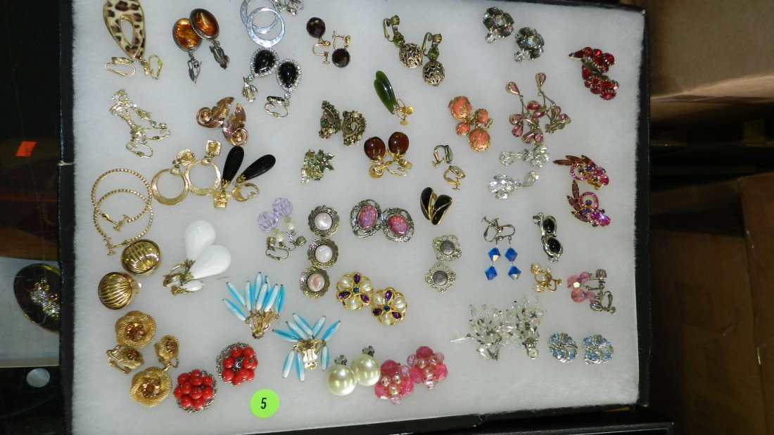 5: nice tray of estate jewelry (no tray)
