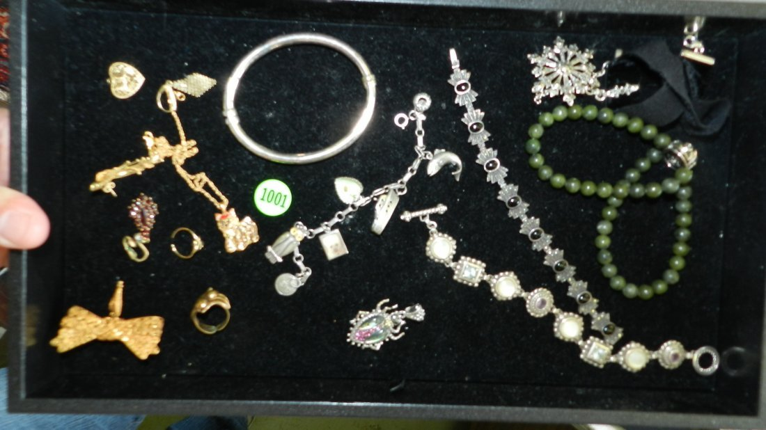 1001: wonderful tray of mostly sterling estate jewelry