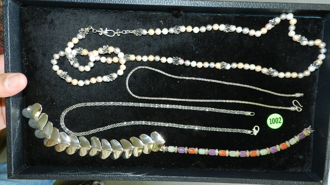 1002: wonderful tray of mostly sterling estate jewelry